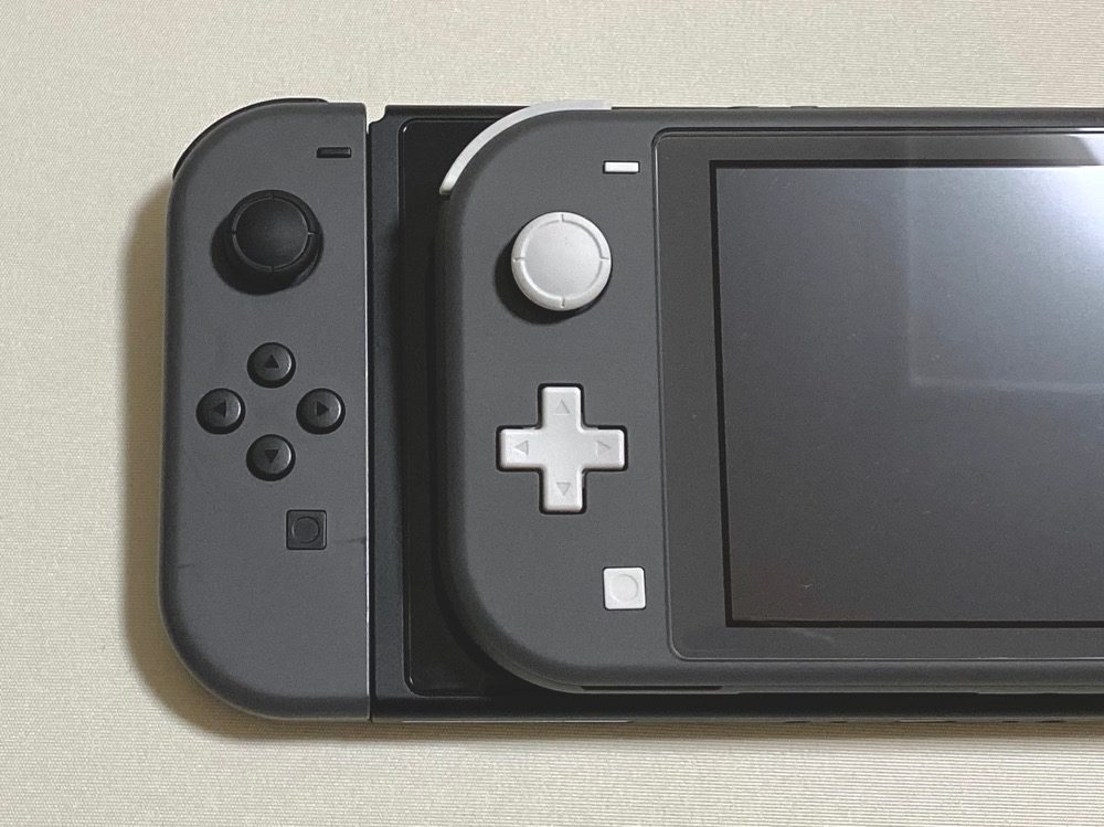 Nintendo Switch Lite、Nintendo Switch比較